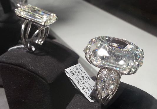 Foire de Basel 2014 Horlogerie et joaillerie pierres precieuses et diamants BusBy Jewelry