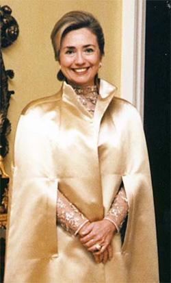 les diamants de l'Arkansas et Hillary Clinton resplendissante  BusBy