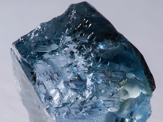 Le diamant bleu de 29.6 cts de Petra diamonds vendu à Cora International BusBy Jewelry