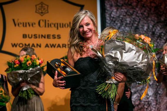 Prix femme d'affaires Veuve Clicquot Bea Petri et le medaillon BusBy Jewelry